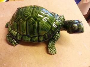 Sköldpadda i lergods.
